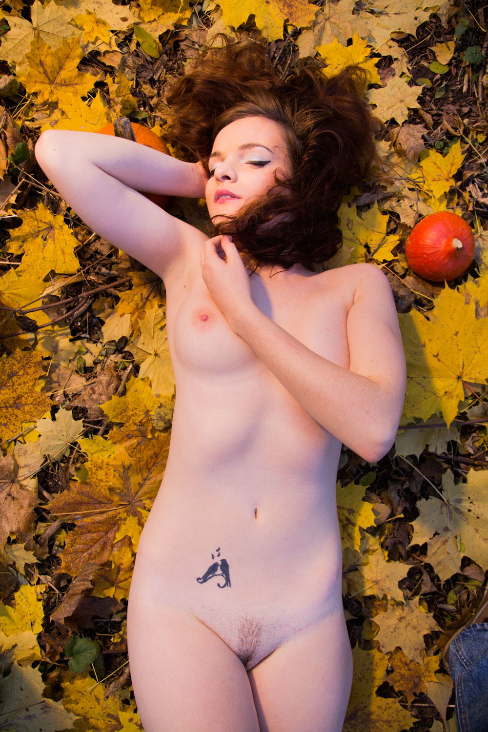 malwina-wlodarczyk-halloween-2015-on-leaves-16
